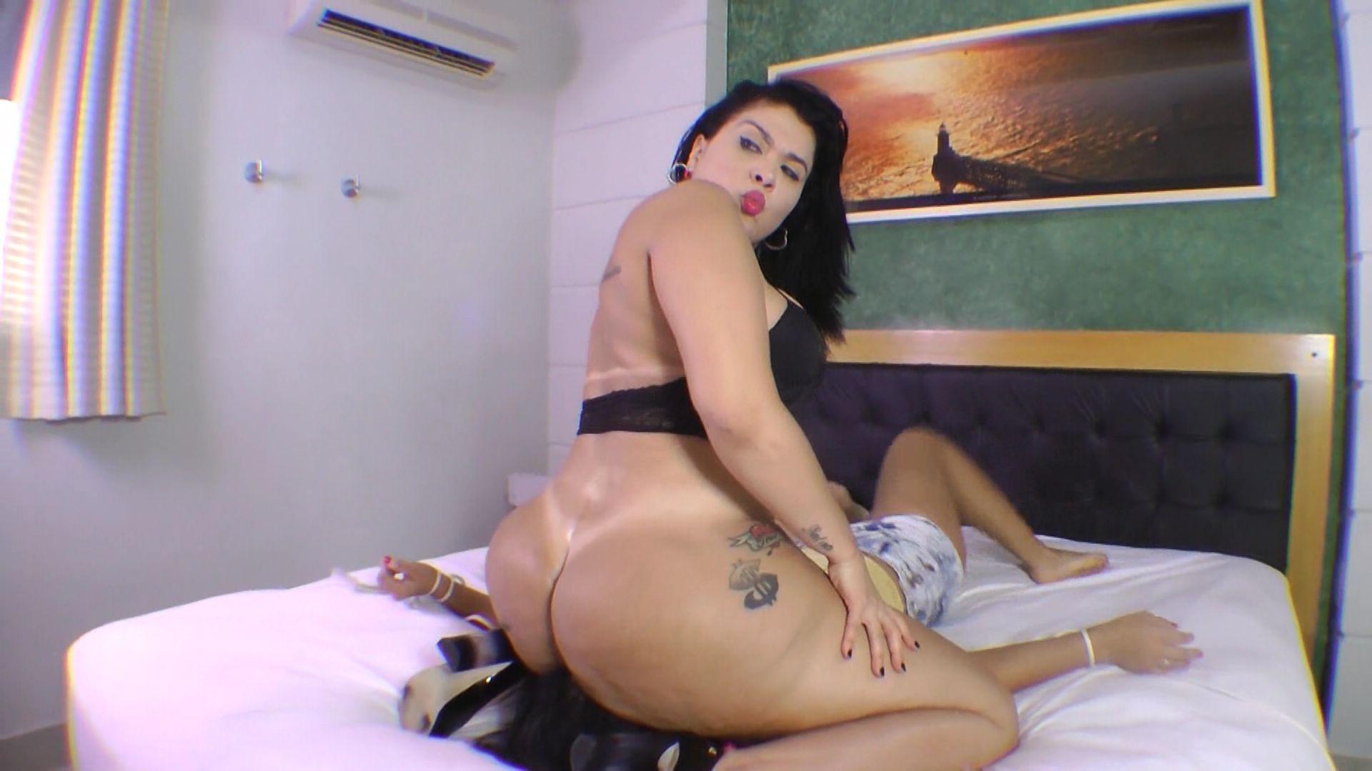 facesitting big butt destroy face: soraya carioca vs tied slave girl